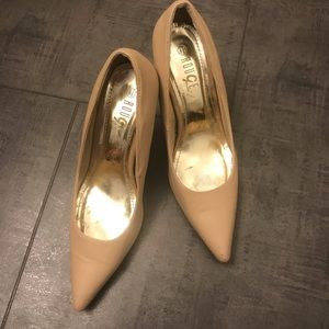 ROUGE PRE OWNED BEIGE POINTED PUMPS 8.5